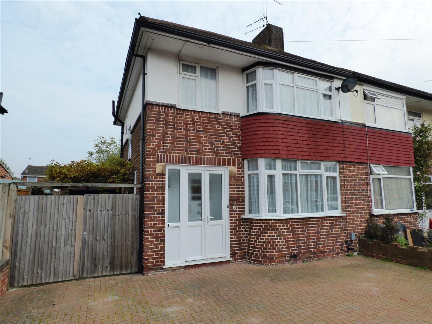 3 Bedrooms Semi Detached House for sale in Kingsway, Dunstable
